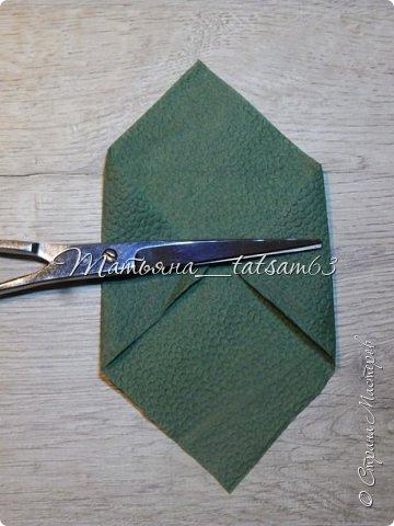 Здравствуйте! Опять я к вам с розочками.  Розочки из салфеток я уже делала: http://stranamasterov.ru/node/954307, но эти от них очень отличаются!  фото 30