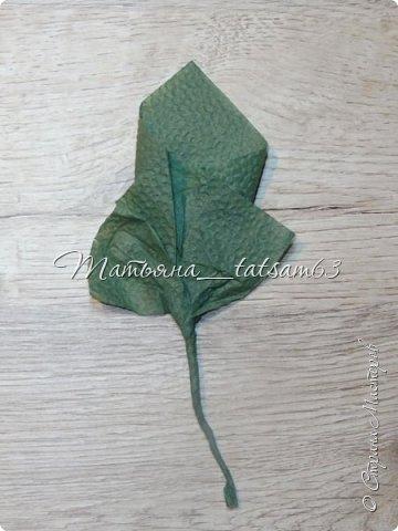 Здравствуйте! Опять я к вам с розочками.  Розочки из салфеток я уже делала: http://stranamasterov.ru/node/954307, но эти от них очень отличаются!  фото 39