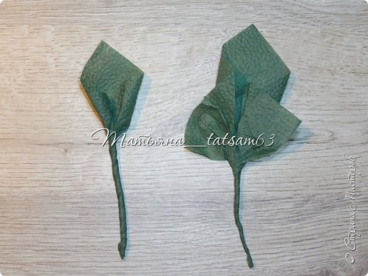 Здравствуйте! Опять я к вам с розочками.  Розочки из салфеток я уже делала: http://stranamasterov.ru/node/954307, но эти от них очень отличаются!  фото 40