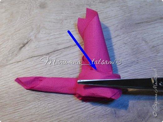 Здравствуйте! Опять я к вам с розочками.  Розочки из салфеток я уже делала: http://stranamasterov.ru/node/954307, но эти от них очень отличаются!  фото 58