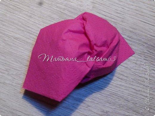 Здравствуйте! Опять я к вам с розочками.  Розочки из салфеток я уже делала: http://stranamasterov.ru/node/954307, но эти от них очень отличаются!  фото 61