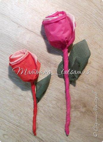 Здравствуйте! Опять я к вам с розочками.  Розочки из салфеток я уже делала: http://stranamasterov.ru/node/954307, но эти от них очень отличаются!  фото 44
