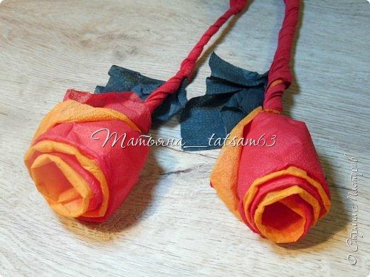 Здравствуйте! Опять я к вам с розочками.  Розочки из салфеток я уже делала: http://stranamasterov.ru/node/954307, но эти от них очень отличаются!  фото 26