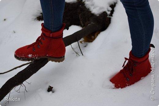 Добрый день всем! Наконец то дошли руки до себя. Давно хотела себе валяные ботинки, к красной куртке и рюкзак!  Вот что получилось. фото 12