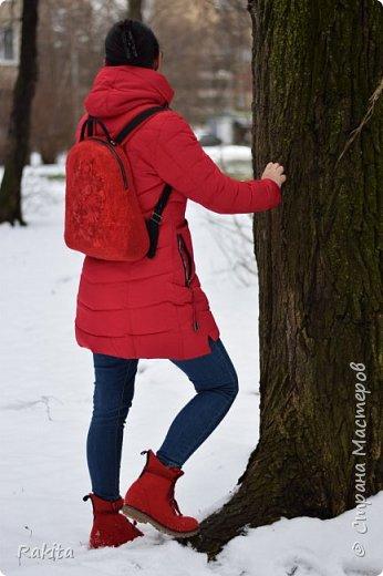 Добрый день всем! Наконец то дошли руки до себя. Давно хотела себе валяные ботинки, к красной куртке и рюкзак!  Вот что получилось. фото 14