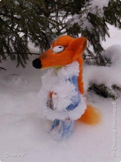 Очень кстати у нас выпал свежий снежок, Лис отправился к проруби рыбачить на волчий хвост)))) фото 6