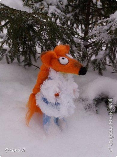Очень кстати у нас выпал свежий снежок, Лис отправился к проруби рыбачить на волчий хвост)))) фото 7
