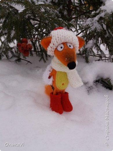Очень кстати у нас выпал свежий снежок, Лис отправился к проруби рыбачить на волчий хвост)))) фото 10