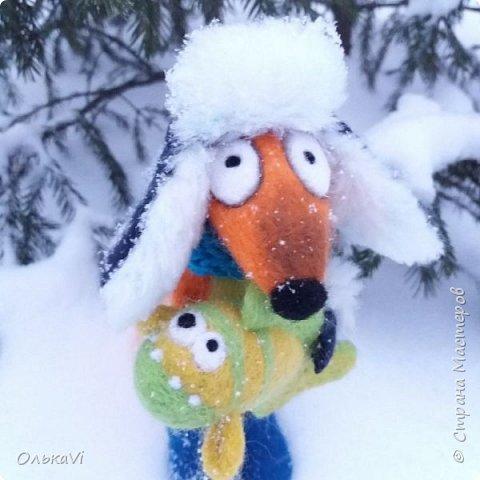 Очень кстати у нас выпал свежий снежок, Лис отправился к проруби рыбачить на волчий хвост)))) фото 4