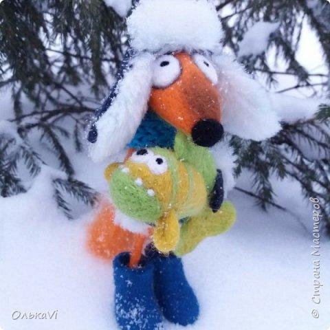 Очень кстати у нас выпал свежий снежок, Лис отправился к проруби рыбачить на волчий хвост)))) фото 2