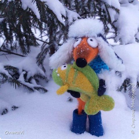 Очень кстати у нас выпал свежий снежок, Лис отправился к проруби рыбачить на волчий хвост)))) фото 1
