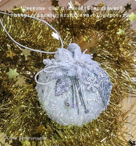 Всем привет!!!!! Сегодня покажу новогодние шарики, которые творила пока пропала. Сегодня покажу белые. Набор шариков диаметром 8см и малыш 4 см. Шарики с оформлением золото и серебро. На них много слоев грунта, краски,лака, а также глиттер, искусственный снег, пайетки, миллион хрустальных шариков. И все припорошено инеем. Фото не передает всей красоты. Не видно что весь шарик покрыт глиттером, он достаточно мелкий. В живую все переливается, блестит. А еще есть уже заготовки!!!!!!! которые остается только задекорировать))))))  вот они все вместе фото 8