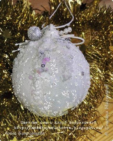 Всем привет!!!!! Сегодня покажу новогодние шарики, которые творила пока пропала. Сегодня покажу белые. Набор шариков диаметром 8см и малыш 4 см. Шарики с оформлением золото и серебро. На них много слоев грунта, краски,лака, а также глиттер, искусственный снег, пайетки, миллион хрустальных шариков. И все припорошено инеем. Фото не передает всей красоты. Не видно что весь шарик покрыт глиттером, он достаточно мелкий. В живую все переливается, блестит. А еще есть уже заготовки!!!!!!! которые остается только задекорировать))))))  вот они все вместе фото 10