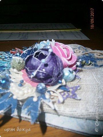 Сделала пробную варежку. В основе упаковочный картон, обернутый куском ткани(от свитера мужа). На вырубной машинке сделала вырубки флажков,игрушек,снежинок, листьев и т.д. фото 11
