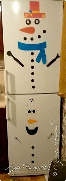 Хочу поделиться идеей украшения холодильника. Это очень просто и интересно. Кстати, это был первый день адвента.  Итак, нам понадобится: - цветной картон - магниты (мы брали мягкие рекламные) - клей или двусторонний скотч - всякие паеточки, цветочки и прочие украшалки - немного фантазии и хорошее настроение фото 1