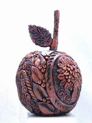 """Оказывается, что этот мастер-класс у меня юбилейный-50!  Кто ещё тут не выращивал яблок? Именно для вас я и сделала этот мастер-класс))). Каких только яблок ни делали мастерицы в нашей Стране Мастеров: и лепные, и кружевные и в пейп-арте...и у каждой есть свои секретики и по форме , и по оформлению этого прекрасного фрукта. Этот фрукт - универсальный подарок на любой праздник...сделал на нём сердечко - будет на день рождения или День Любви...сделал дерево - вообще для всех! И как символ богатства и плодовитости, и как достатка в доме...  Для МАСТЕРОВ я вряд ли расскажу что-то новое, но новичкам , надеюсь, мой МК будет полезен. Тем более, что мне снова заказали """"жалезные"""" яблоки на подарки мужчинам, им почему-то нравится этот фрукт.))) фото 13"""