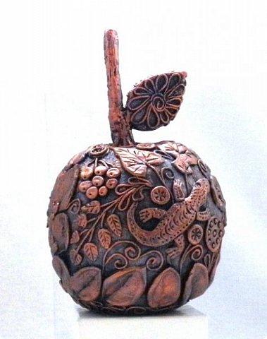 """Оказывается, что этот мастер-класс у меня юбилейный-50!  Кто ещё тут не выращивал яблок? Именно для вас я и сделала этот мастер-класс))). Каких только яблок ни делали мастерицы в нашей Стране Мастеров: и лепные, и кружевные и в пейп-арте...и у каждой есть свои секретики и по форме , и по оформлению этого прекрасного фрукта. Этот фрукт - универсальный подарок на любой праздник...сделал на нём сердечко - будет на день рождения или День Любви...сделал дерево - вообще для всех! И как символ богатства и плодовитости, и как достатка в доме...  Для МАСТЕРОВ я вряд ли расскажу что-то новое, но новичкам , надеюсь, мой МК будет полезен. Тем более, что мне снова заказали """"жалезные"""" яблоки на подарки мужчинам, им почему-то нравится этот фрукт.))) фото 16"""