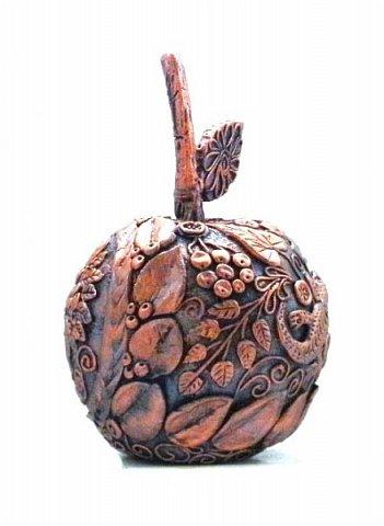 """Оказывается, что этот мастер-класс у меня юбилейный-50!  Кто ещё тут не выращивал яблок? Именно для вас я и сделала этот мастер-класс))). Каких только яблок ни делали мастерицы в нашей Стране Мастеров: и лепные, и кружевные и в пейп-арте...и у каждой есть свои секретики и по форме , и по оформлению этого прекрасного фрукта. Этот фрукт - универсальный подарок на любой праздник...сделал на нём сердечко - будет на день рождения или День Любви...сделал дерево - вообще для всех! И как символ богатства и плодовитости, и как достатка в доме...  Для МАСТЕРОВ я вряд ли расскажу что-то новое, но новичкам , надеюсь, мой МК будет полезен. Тем более, что мне снова заказали """"жалезные"""" яблоки на подарки мужчинам, им почему-то нравится этот фрукт.))) фото 17"""