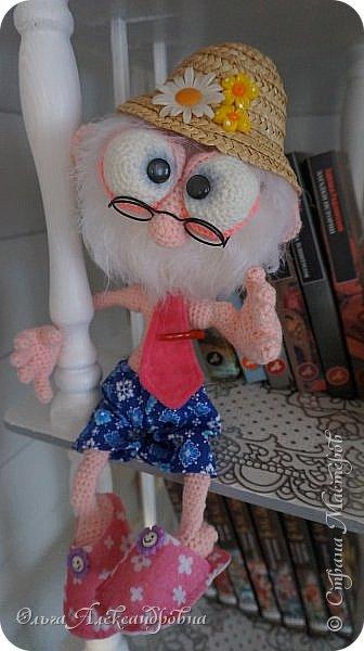 Здравствуйте друзья и гости моего блога! Вот решила выставить своего Кузьмича, который участвовал в конкурсе хотелок у Люды(Львовночки). Мушчинка хоть куда. Очень любит попижонить: труселя цветные, галстучек, шляпа дачная, тапульки розовые. Одним словом - бравый парень.