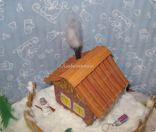 Здравствуйте дорогие мои!!! Ну очень соскучилась!!! Первый утренник позади и можно расслабиться...  Хочу показать вам поделки, которые я сделала для садика. Название так и не придумала. Хотя когда делала, то представляла себе загородный дом, 31 декабря, хозяева дома и ждут гостей... Дети мои были в восторге, всё предлагали оставить дома, а для садика сделать просто ёлку :-) И всё мечтали там побывать, зайти в дом, посмотреть что внутри... фото 76