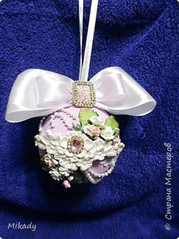 Здравствуйте! В этом году решили на елку украшения делать сами. Это шарики. В сиренево- розовом цвете, очень красивые получились, а на елке вообще супер!  фото 2