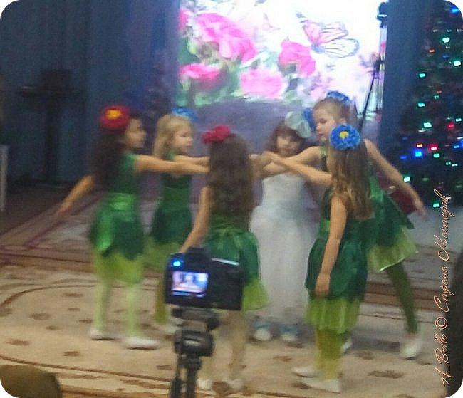 """Добрый вечер! Сегодня у Насти в саду был утренник, где дети показывали нам сказку """"Снежная королева"""". Выступление было очень интересным! Час пролетел как одно мгновение... Дети удивили, было очень приятно, что оказывается, мы растим таких талантливых малышей! фото 5"""
