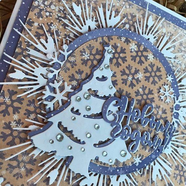 Все, в этом году это крайние новогодние открытки.  Первая выполнена по просьбе обязательно в двух цветах, но я позволила себе добавить велум от примы серебристый и листочки из пленки для шейкеров. Открытка не маленькая,  тк кармашек для сертификата нужен был. фото 10