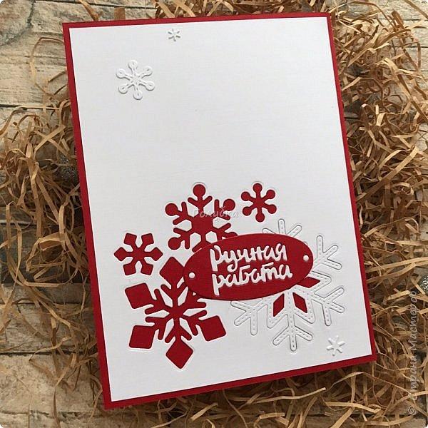 Все, в этом году это крайние новогодние открытки.  Первая выполнена по просьбе обязательно в двух цветах, но я позволила себе добавить велум от примы серебристый и листочки из пленки для шейкеров. Открытка не маленькая,  тк кармашек для сертификата нужен был. фото 4