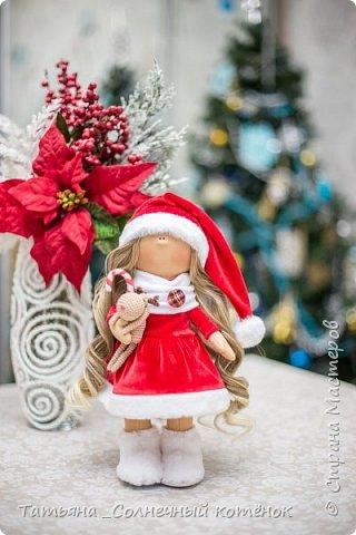 Очаровательная помощница Деда Мороза Снежка