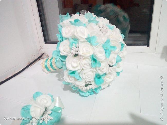 Еще несколько работ в свадебной тематике было у меня . В апреле месяце женился мой племянник.Угадайте кто занимался оформлением?)))Ну конечно... Цвет свадьбы захотели красно-белый.Цветы-розы.Розы было решено делать из лент.Розы делала моя сестра Машенька Горева. Вот набор целиком.Извините за освещение и качество фото,Все снято на телефон. фото 14