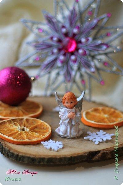 Поздравляю всех с Рождеством Христовым!!!  В холодный вечер отложив дела, забыв о неурядицах житейских,  Прочь выгнав тень обиды или зла, мы Рождество наивно ждем, по-детски.  Оно к нам обязательно придет, в открытые сердца теплом вольется,  Звездой осветит весь небесный свод и каждому с надеждой улыбнется...   Ольга Теплякова