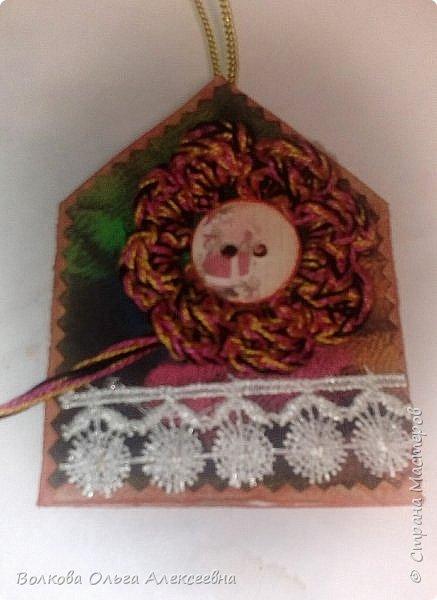Здравствуйте. К Новому году я делала небольшие подарки для коллег и знакомых. В том числе - и  ароматические саше. А помогал мне их делать мой младший сын :-) фото 15