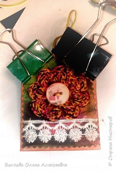 Здравствуйте. К Новому году я делала небольшие подарки для коллег и знакомых. В том числе - и  ароматические саше. А помогал мне их делать мой младший сын :-) фото 19