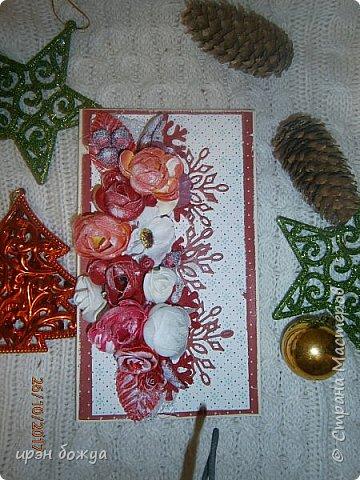 Сегодня я с открытками. Обе сделаны в предверии нового года, только красненькая выполняла роль двух открыток сразу- и на Новый годи и на день Рождение.  фото 14