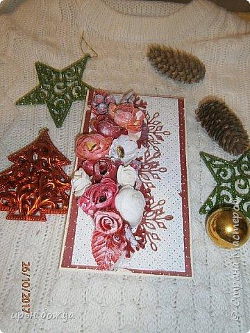 Сегодня я с открытками. Обе сделаны в предверии нового года, только красненькая выполняла роль двух открыток сразу- и на Новый годи и на день Рождение.  фото 15