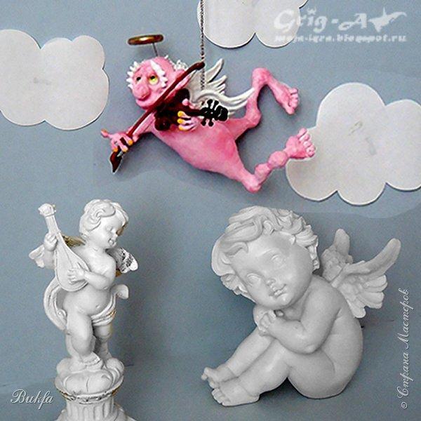 Ангел красив и размашист, Ангел высок и строен, У ангела русы кудри, У ангела кроток взгляд. Е.Грант ------------------------------------ Всем ангельский привет! У нас опять ангел, еще один ангел в состав оркестра, который, как я говорила в прошлый раз, задумал муж: не просто набор елочных шаров, а ангельский набор из шести (а теперь, может быть, и больше) ангелов в красивой коробке:)