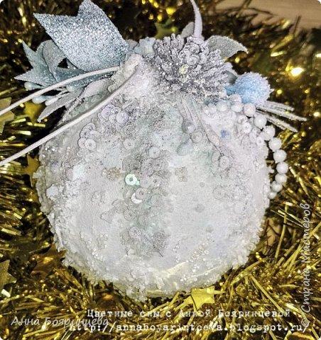 Всем привет!!! У меня еще один набор шариков из прошлого года, которые еще не показала. Делала тоже на подарок. Теперь в голубом оформлении. На шариках голубые блестки и голубой декор.   фото 7