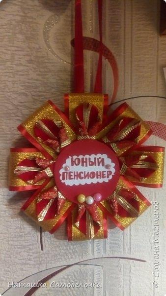 Всем привет.Создалась вот такая медаль маме (стала она юным пенсионером)))52 года.