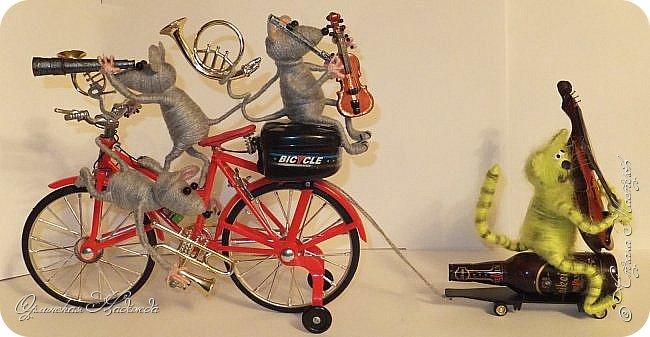 """Здравствуйте дорогие мастера, мастерицы и гости моего блога! Встречайте очередных разбойников. Пока делала, в голове вертелись строки из сказки Корнея Чуковского   """"Тараканище"""" - ехали медведи на велосипеде, а за ними кот, задом наперёд... Ну вот вместо медведей у меня мыши разбойники! Сделала вот такую композицию для подарка, в первоначальном варианте она была совсем другая, мыши расхулиганились, и когда я её закончила, я поняла, что в Страну Мастеров я её никак не смогу показать, была печалька.... Потом я решила не унывать, отобрала у них всё недозволенное и сказала, чтобы они были приличными мышами, дала им в руки инструменты пусть играют!:))) Ну вот встречайте! фото 1"""