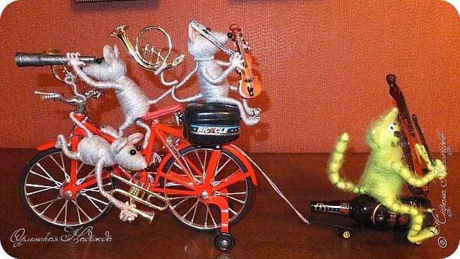 """Здравствуйте дорогие мастера, мастерицы и гости моего блога! Встречайте очередных разбойников. Пока делала, в голове вертелись строки из сказки Корнея Чуковского   """"Тараканище"""" - ехали медведи на велосипеде, а за ними кот, задом наперёд... Ну вот вместо медведей у меня мыши разбойники! Сделала вот такую композицию для подарка, в первоначальном варианте она была совсем другая, мыши расхулиганились, и когда я её закончила, я поняла, что в Страну Мастеров я её никак не смогу показать, была печалька.... Потом я решила не унывать, отобрала у них всё недозволенное и сказала, чтобы они были приличными мышами, дала им в руки инструменты пусть играют!:))) Ну вот встречайте! фото 2"""