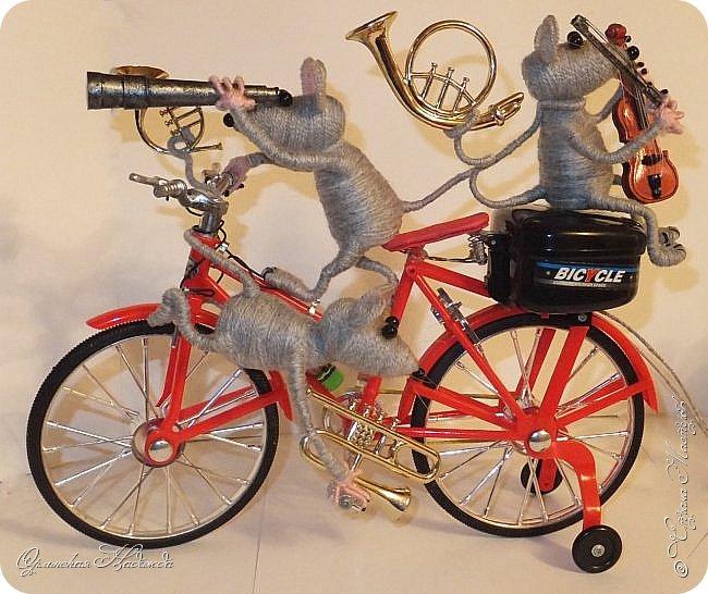 """Здравствуйте дорогие мастера, мастерицы и гости моего блога! Встречайте очередных разбойников. Пока делала, в голове вертелись строки из сказки Корнея Чуковского   """"Тараканище"""" - ехали медведи на велосипеде, а за ними кот, задом наперёд... Ну вот вместо медведей у меня мыши разбойники! Сделала вот такую композицию для подарка, в первоначальном варианте она была совсем другая, мыши расхулиганились, и когда я её закончила, я поняла, что в Страну Мастеров я её никак не смогу показать, была печалька.... Потом я решила не унывать, отобрала у них всё недозволенное и сказала, чтобы они были приличными мышами, дала им в руки инструменты пусть играют!:))) Ну вот встречайте! фото 3"""