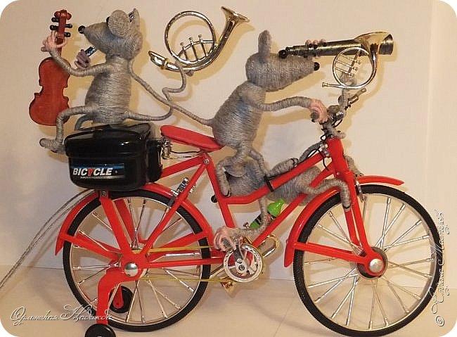 """Здравствуйте дорогие мастера, мастерицы и гости моего блога! Встречайте очередных разбойников. Пока делала, в голове вертелись строки из сказки Корнея Чуковского   """"Тараканище"""" - ехали медведи на велосипеде, а за ними кот, задом наперёд... Ну вот вместо медведей у меня мыши разбойники! Сделала вот такую композицию для подарка, в первоначальном варианте она была совсем другая, мыши расхулиганились, и когда я её закончила, я поняла, что в Страну Мастеров я её никак не смогу показать, была печалька.... Потом я решила не унывать, отобрала у них всё недозволенное и сказала, чтобы они были приличными мышами, дала им в руки инструменты пусть играют!:))) Ну вот встречайте! фото 5"""