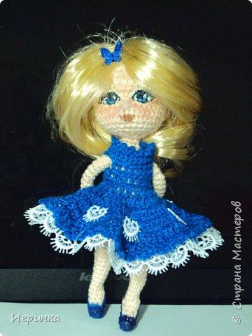 Добрый вечер! Снова я играю в куклы, и на этот раз у меня новая кукляшка. Связана так же, как и предыдущая, по описанию DjOlechka c форума амигуруми. Ростиком 15 см, Связана крючком 1,5мм Кловер, Семеновская пряжа KABLE.  На каркасе, может принимать любые положения. фото 2