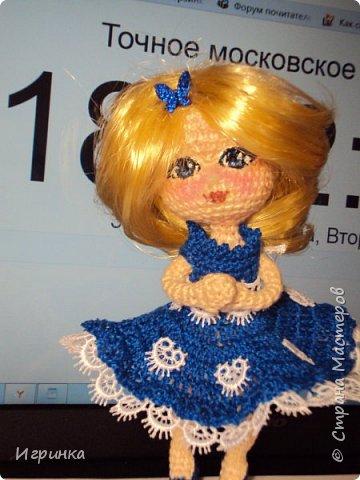 Добрый вечер! Снова я играю в куклы, и на этот раз у меня новая кукляшка. Связана так же, как и предыдущая, по описанию DjOlechka c форума амигуруми. Ростиком 15 см, Связана крючком 1,5мм Кловер, Семеновская пряжа KABLE.  На каркасе, может принимать любые положения. фото 5