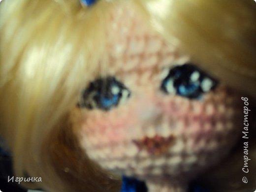 Добрый вечер! Снова я играю в куклы, и на этот раз у меня новая кукляшка. Связана так же, как и предыдущая, по описанию DjOlechka c форума амигуруми. Ростиком 15 см, Связана крючком 1,5мм Кловер, Семеновская пряжа KABLE.  На каркасе, может принимать любые положения. фото 6