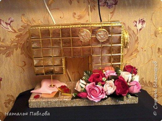 Захотелось похвастаться...Дочь сделала на день рождения золотую шоколадную швейную машину...