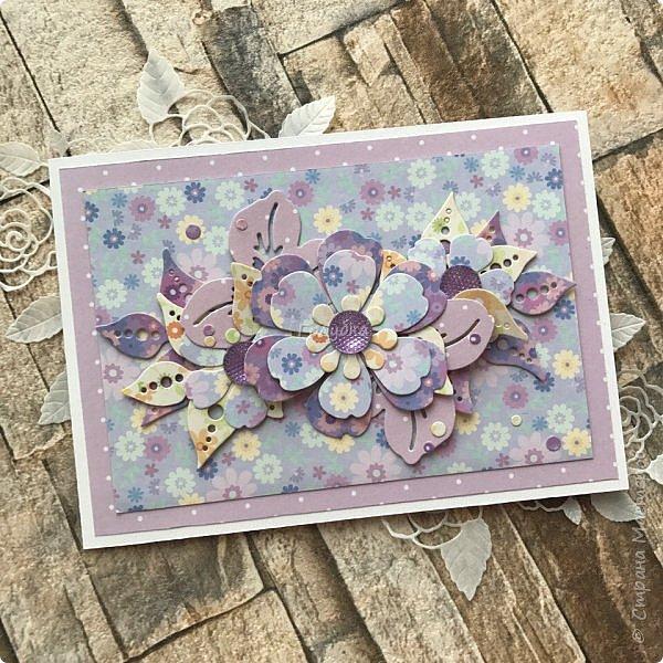 Я раньше не любила фиолетовый, сиреневый, лавандовый цвет... А сейчас я его обожаю:) А виновники этому мои клиенты:) и красивая бумага;) Сделала я эту открытку легко, не зависала в раздумьях... Во первых потому что цвет уже любимый, а во вторых  там фотография с красивыми людьми. Она  и задала тон и планку. фото 13
