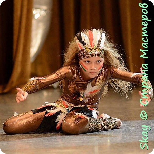 Это мои последние работы. Костюмы шаманов для дуэтного шоу бэллидэнс. Справа тоже моя работа. Даша в костюме звезды. фото 3