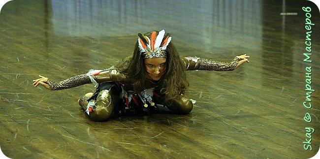 Это мои последние работы. Костюмы шаманов для дуэтного шоу бэллидэнс. Справа тоже моя работа. Даша в костюме звезды. фото 4