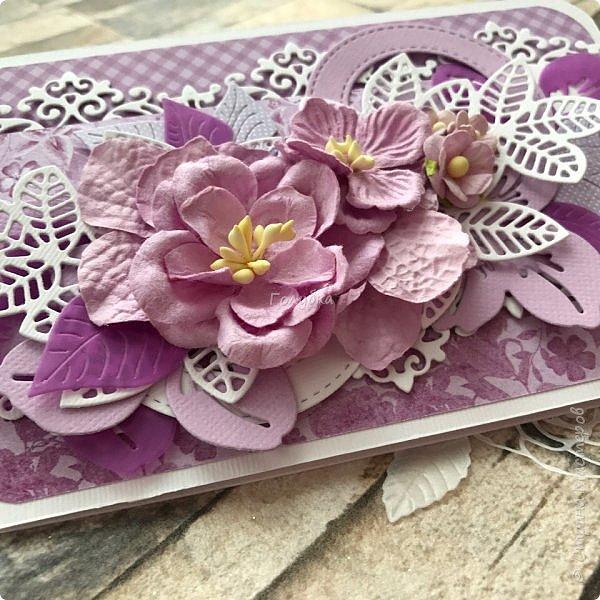 """Посмотрела я тут таблицу цветов """"фиолетовые оттенки"""" на  lookcolor.ru ,  я даже предположить не могла что их столько:) Пересмотрев се, решила, что это или лиловая опера, или светло лиловый, или цвет пурпурной орхидеи:) А согласно фен-шуй, оказывается, лиловый цвет символизирует жизненную силу, а в китайской классической поэзии означает положительную духовную силу.  Эта открытка из подарочных полос ( которые присылают с заказом)  моей любимой бумаги Galeria Papiery фото 2"""